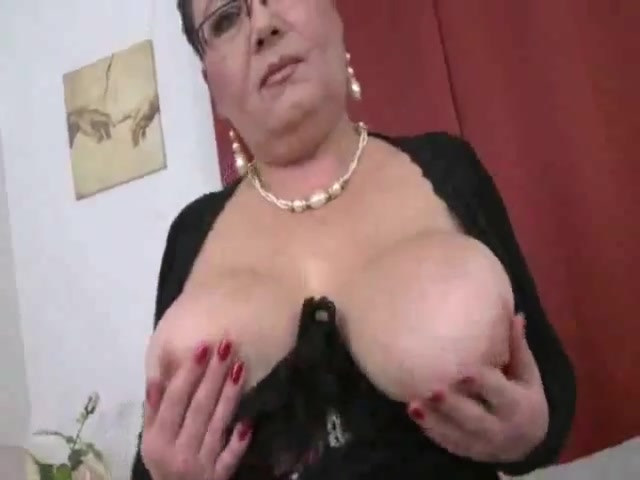 Plump Mother With Very Sweet Saggy Tits Wide Butt