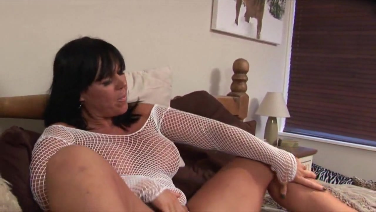 Mature Woman Masturbates With Heels