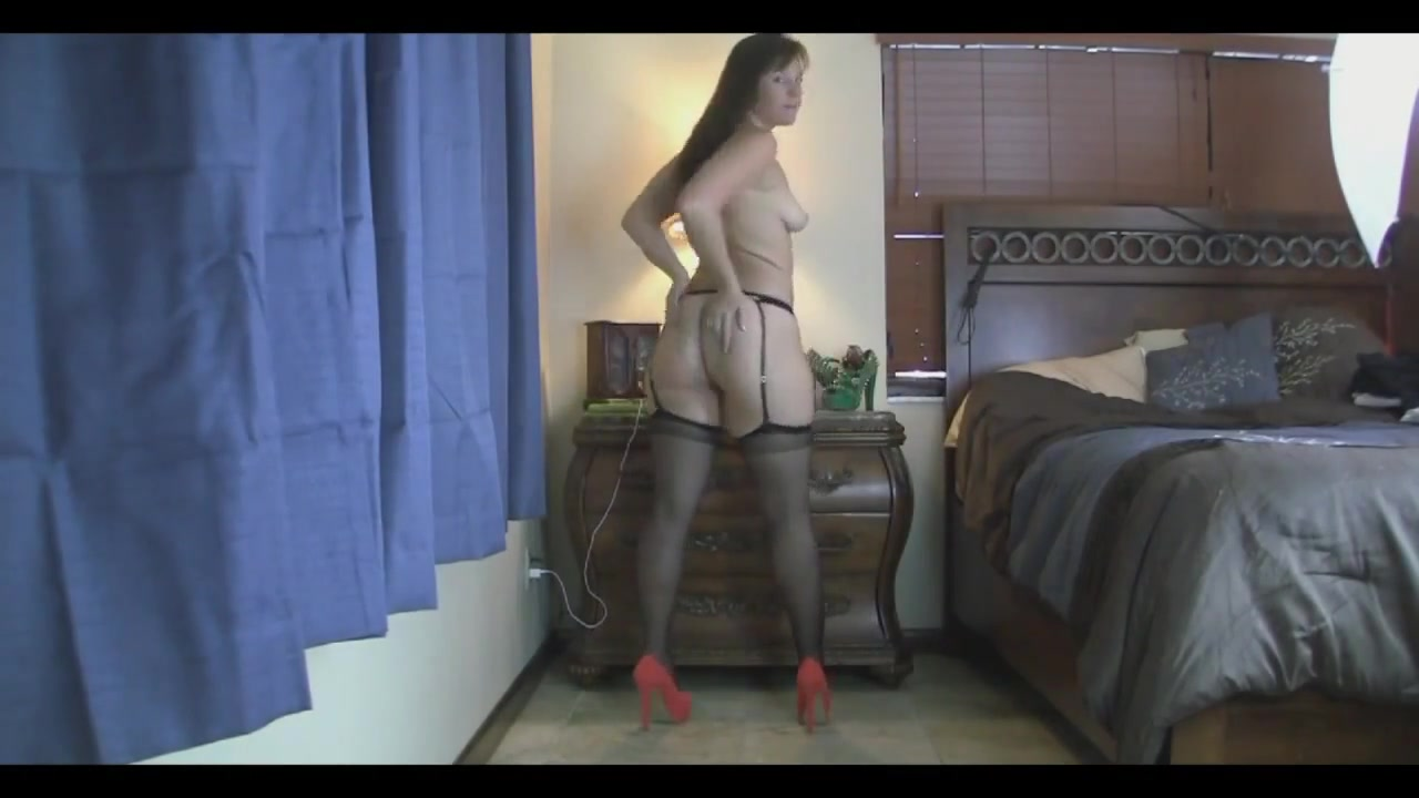 Virgo Peridot - Black Stockings Shake Booty