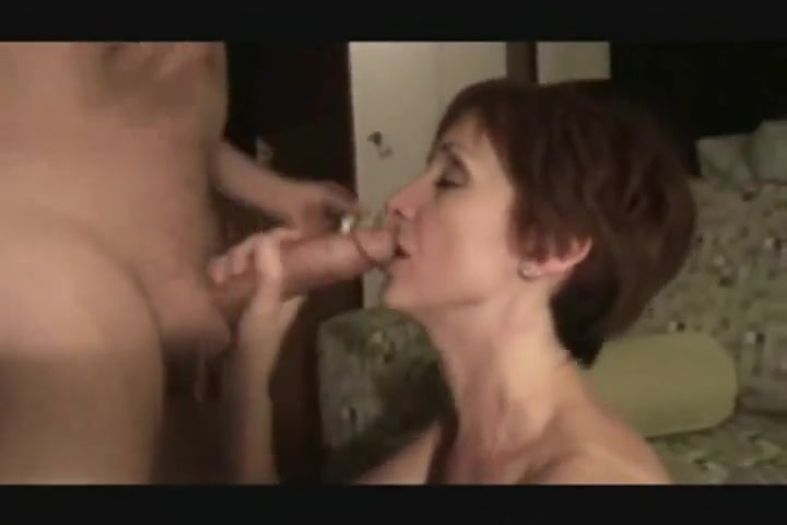 Mature Short Hair Amateur Knows What She Is Doing