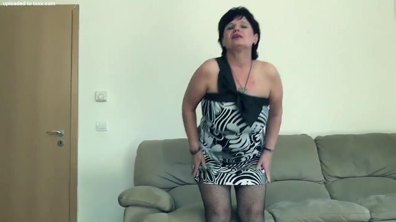 Busty Oma Bouncing Titten # 3