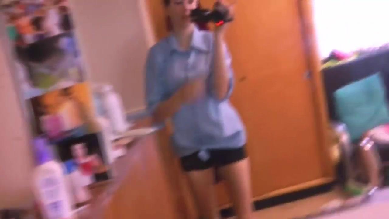 Homemade College Girl Showing Dumbbells