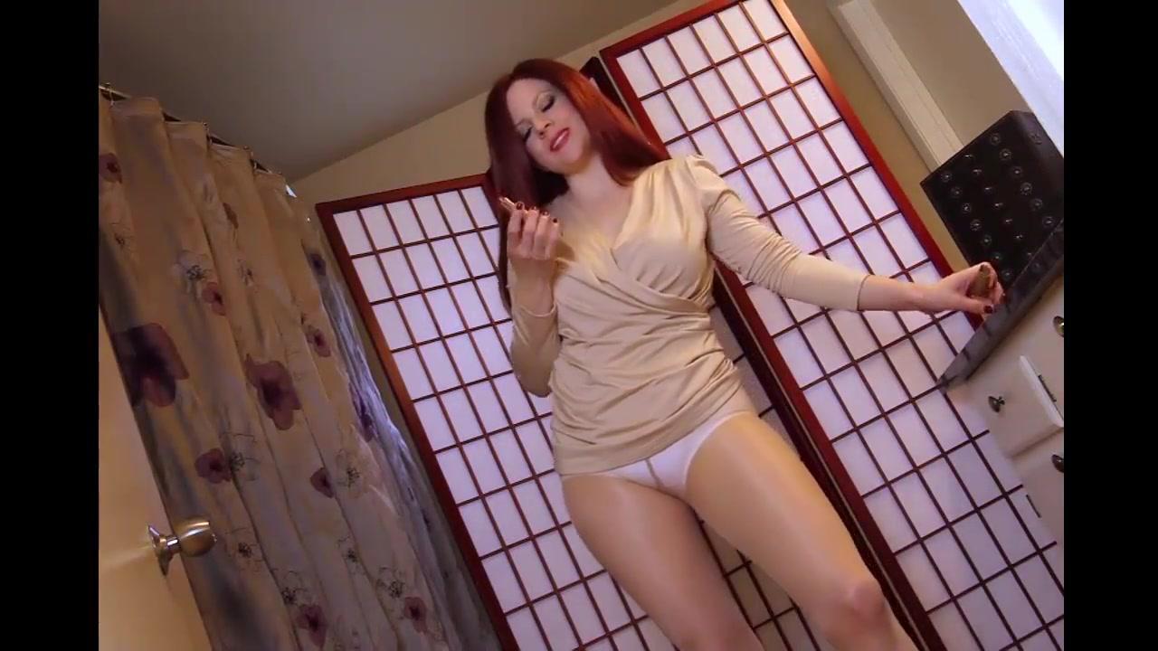 Tights Redhead Milf Posing