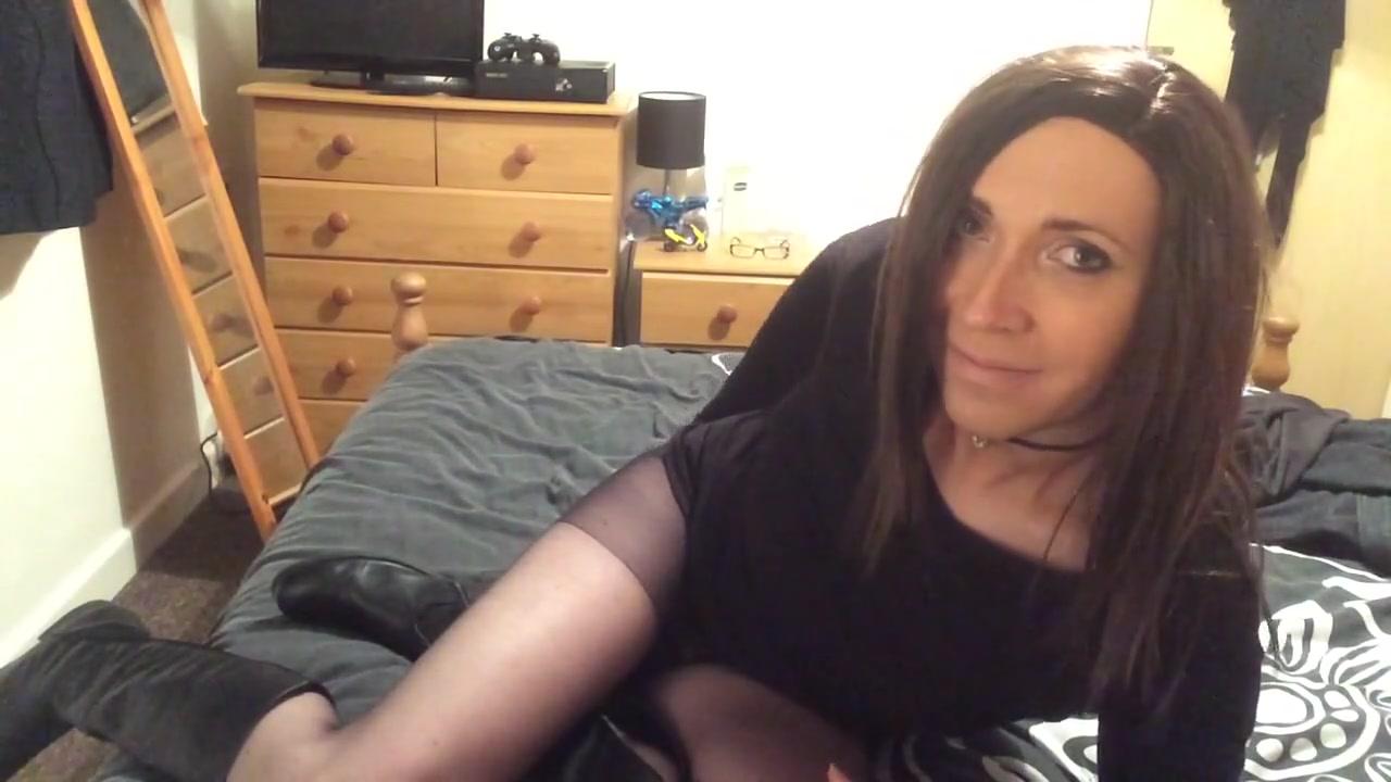 Crossdresser Wanks In Pantyhose