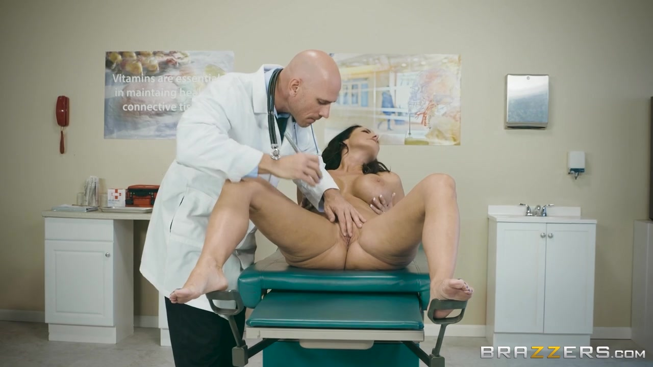Reagan Foxx & Johnny Sins In My Husband Is Right In Front Of ... - Brazzers
