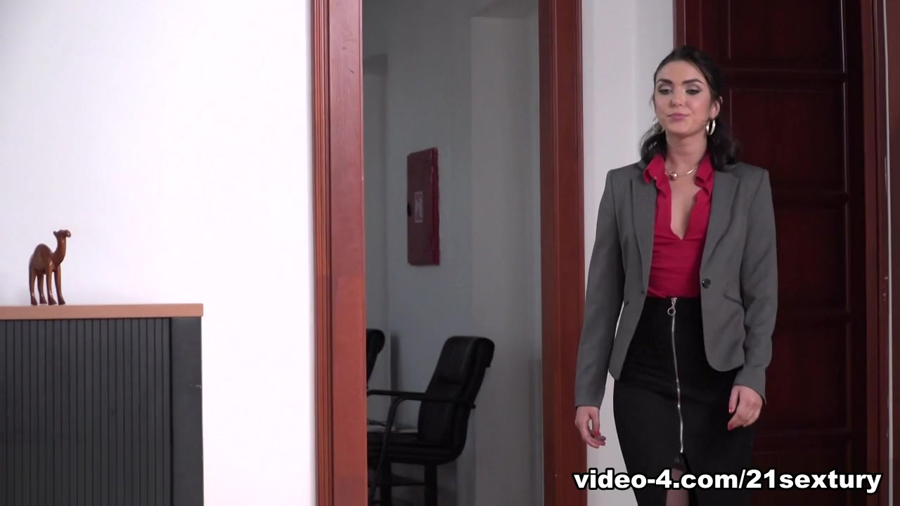 Geni Juice & Csoky Ice & Toby Double Duty In The Office - 21Sextury