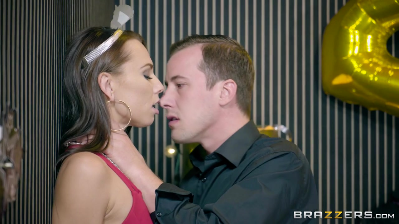 Will Help Fox & Jessy Jones In The New Year Sleaze - Brazzers
