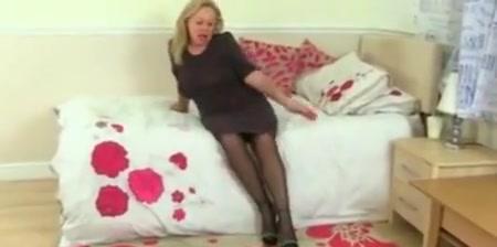 English Milf Camilla Strip