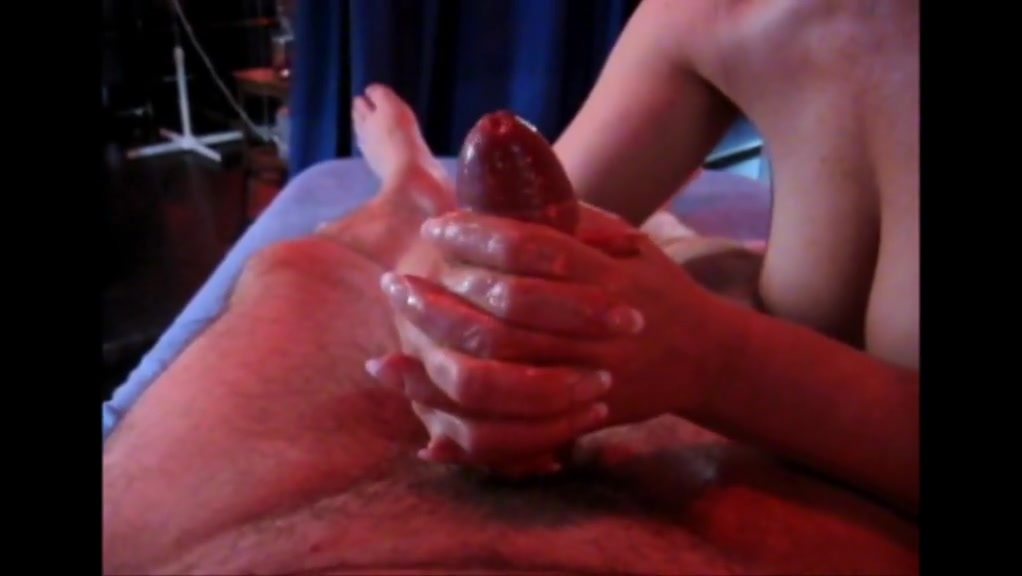 I Did Not Expect To Get Such A Great Handjob In My Fitness Club After Training And Massage.