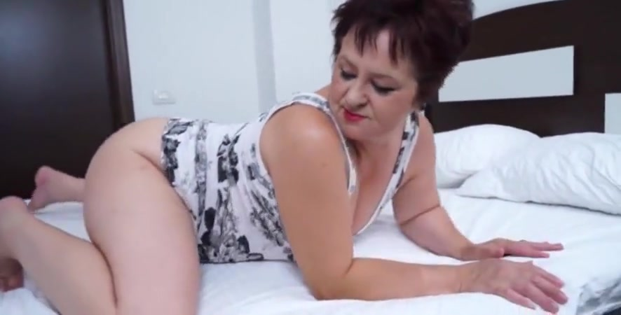Natural Tits Mature Granny Shows Her Juicy Pussy