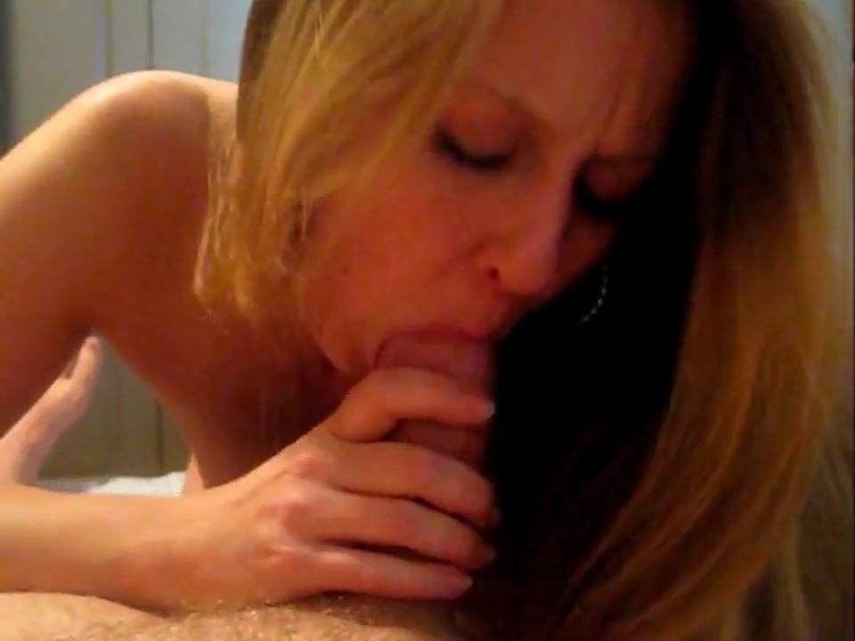 Foxy Blonde Vixxen Loves To Give Her Head!