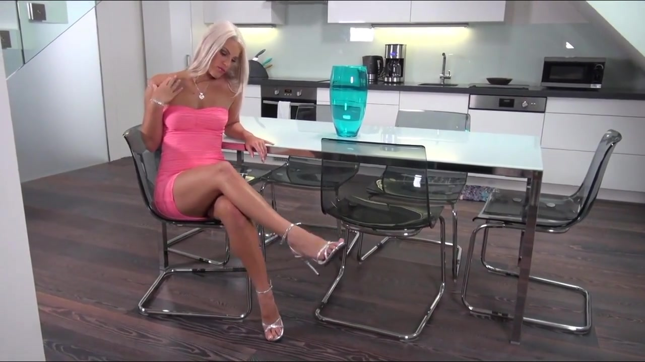 Blonde Blanche Bradburry Solo Up-Close Pussy Wide Open