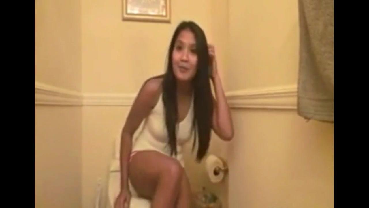 Skinny College Girl Bathroom Masturbates