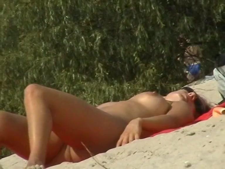 Sunbathing voyeur pics