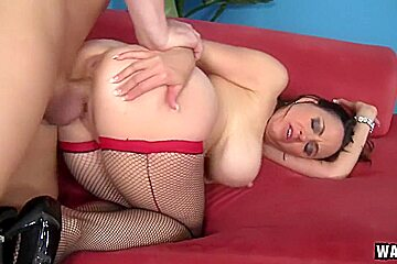 Stacked Sex Starved MILF Raquel Gets Banged In Her Tight Anus