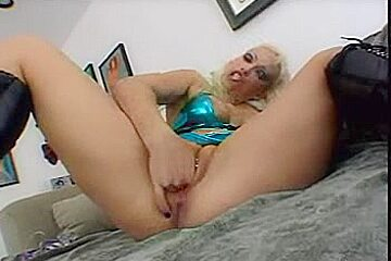Nikki SQUIRT During The Time That Playing With Her arsehole -L1390-