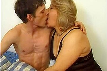 Fuck Amateur Milf Seduction - Seduced very sexy mature woman. / Upornia.com