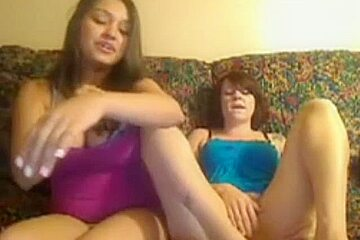Google PLAYOMB bang double lesbian sluts rub wet pussy