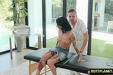 Asian cowgirl face fuck and massage