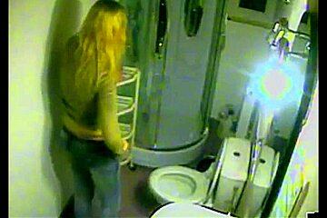 Dutch Blonde in Bathroom 01