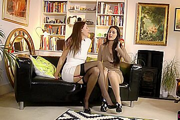 British les duo pussylicking on the floor