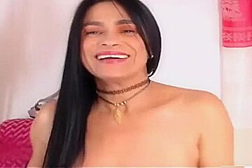 LATIN MATURE SUPER SQUIRT