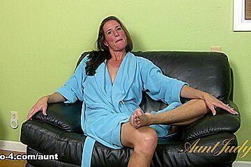 Sofie Marie in Interview Movie - AuntJudys
