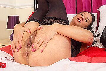 English milf Eva May dildos her shaven fanny