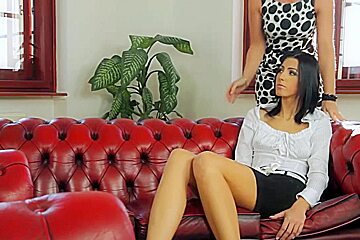 Beautiful babe with nice curves enjoys anal