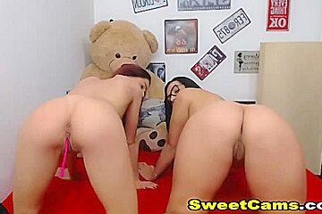 Hot Lesbian Pussy Licking and Strapon Play