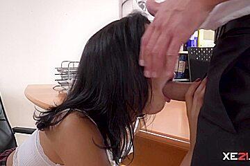 Sexy Lady With Big Ass Enjoys Sucking a Big Cock