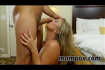 Naughty milf shows her amazing tits in hd porn video