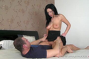Mom xxx: lonely MILF gets a good seeing to