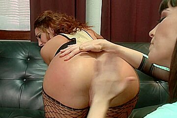 Squirt Gushing Anal Fisting Queen