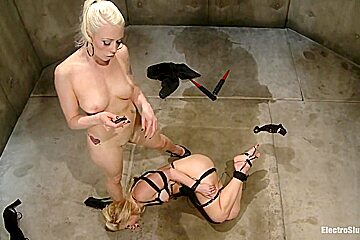Its Ashley Fires Turn to Dish out the Worship