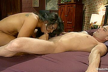 HOT THREESOME WITH TS BABE JESSY DUBUI A GUY AND NEW INNOCENT GIRL