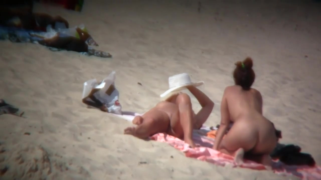 nude-mexican-sunbathing