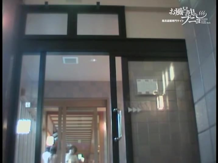Slender legged Asian girl under the shower voyeur device dvd 03112 / Upornia.com