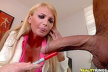 Taylor wane pissing