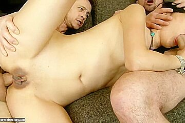 Yiki and two her friends made an awesome threesome sex