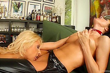 Lesbo chicks licking, fingering and fisting