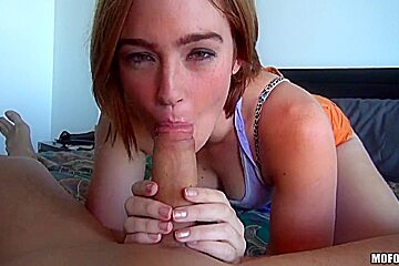 Amateur cutie Jodi Taylor wraps her pretty lips around a meaty boner