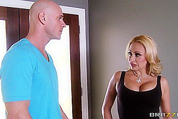 Big boobed Claudia Valentine and Johnny Sins have dirty sex