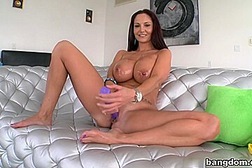 Big tit hot MILF gets her pussy creampie