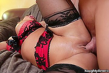 Ava Devine & Johnny Castle in Seduced by a Cougar