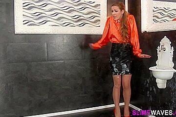 Wam slut gets bukkaked