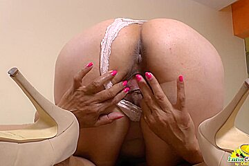 LatinChili mature Lucia playing with her