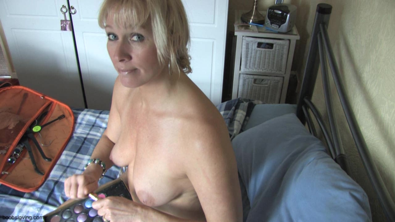 Downblouse Mature Women
