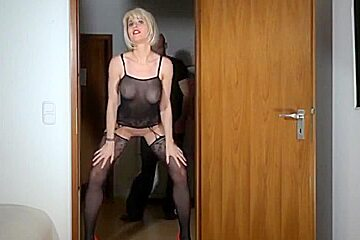 ANAL with German MILF ends up with a GOLDEN SHOWER