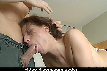 Sexy Wench Kristine Crystalis takes a load of Spunk all over her Face
